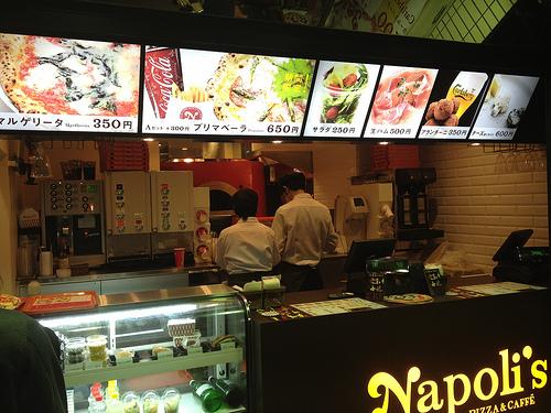 ナポリスでピザを食べてきたよ!