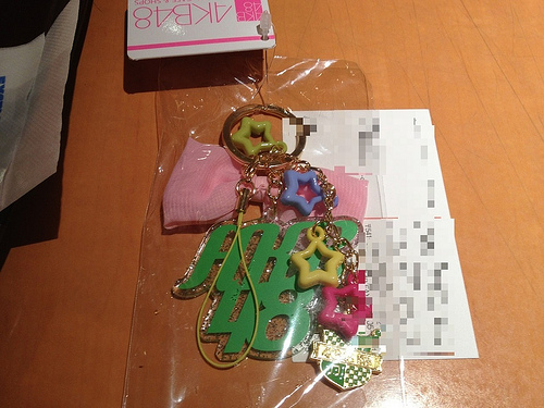 AKB48のアクリルチャームをピアスに加工したよ!!