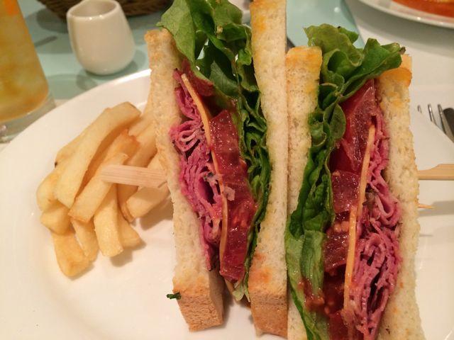 日替わりサンドしか食べてません。表参道un cafeでランチを食べてきたよ!!