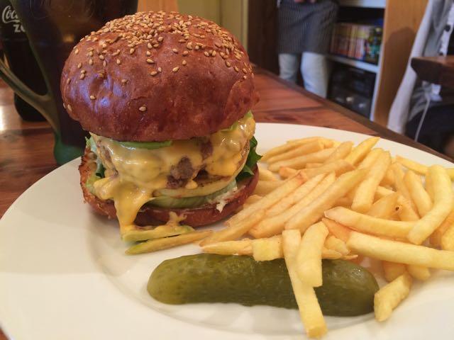 なんと東京第三位!高田馬場『homeys』のハンバーガーを食べてきたよ